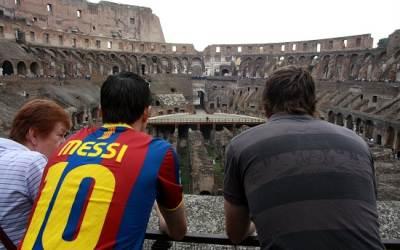 infophoto_turisti_turismo_Roma_Colosseo_R400