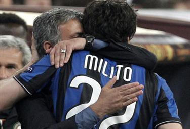 mourinho_milito_abbraccio_R375x255_23mag10