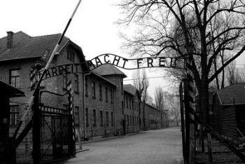nazismo_auschwitzR400