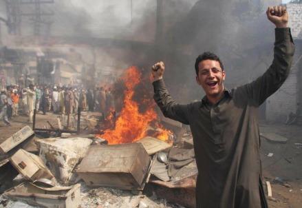 pakistan-lahore-case-bruciate-cristiani-perseguitati