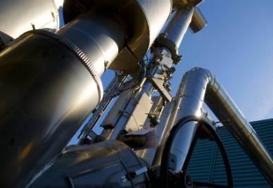 petrolio_raffineria_industriaR400