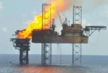 piattaforma-petrolifera-esplosaR375