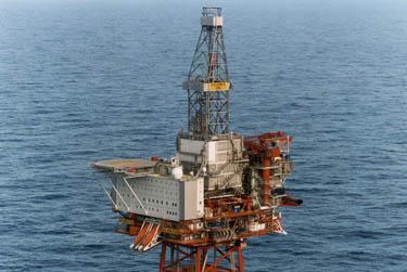 piattaforma_petrolifera_R375