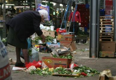 poveri-mercato-r400