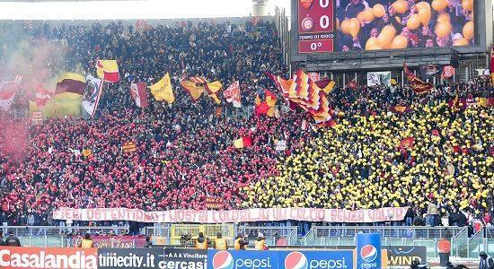 roma_tifosi_curva_palloncini