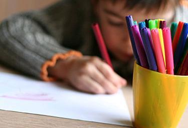 scuola_bambino-disegnoR375
