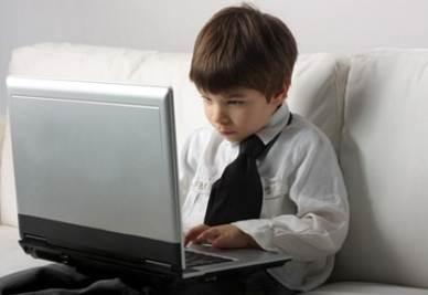 scuola_bambino_computer2R400