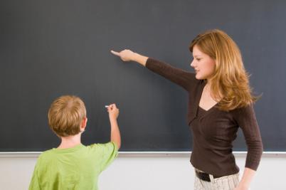 scuola_insegnante_lavagnaR400