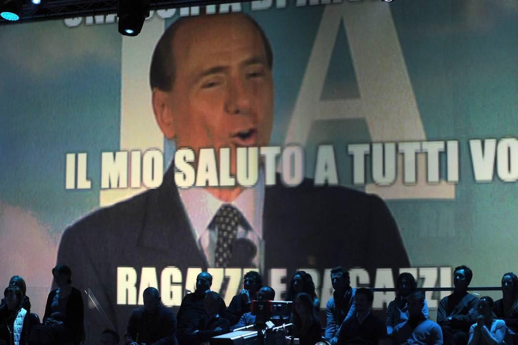 silvio_berlusconi_saluto