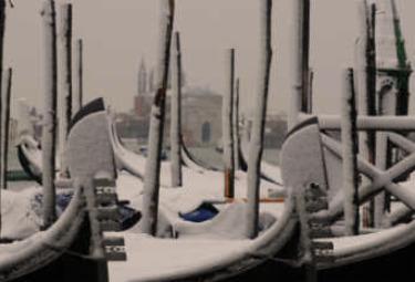 venezia-gondole-neve-w350R375