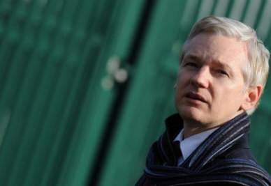 wikileaks_assange_ppianoR400