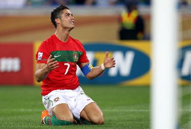 Cristiano_Ronaldo_GinocchioR375