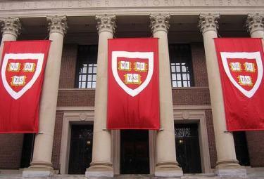 Harvard_VeritasR375