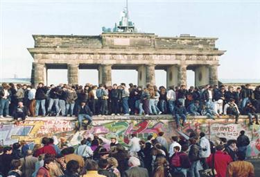 Muro_Berlino_GenteR375