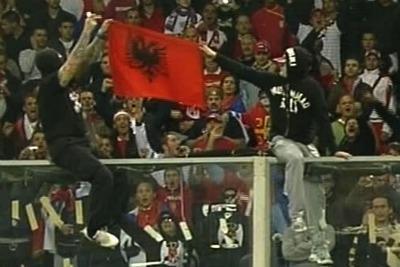 Tifosi_Serbia_Bandiera_AlbaniaR400