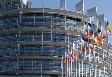 Unione_Europea-bandiere_R439
