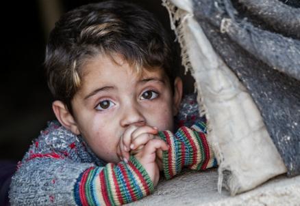 bambino-siriano-tenda_R439