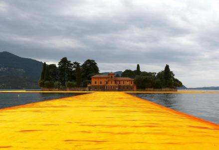 christo_floatingpiers1R439