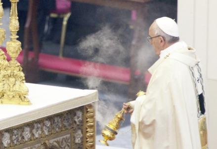 papafrancesco_messa_incensoR439