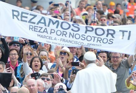 papafrancesco_udienza_striscioneR439