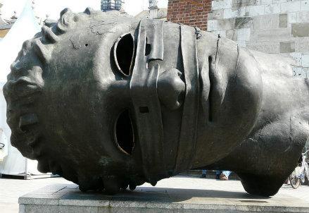 scultura-igor-mitoraj_R439
