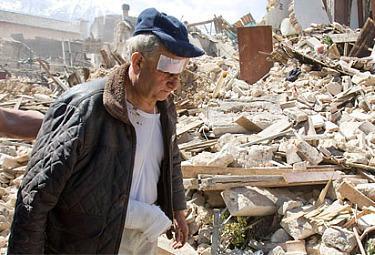 terremoto_abruzzo_uomoR375