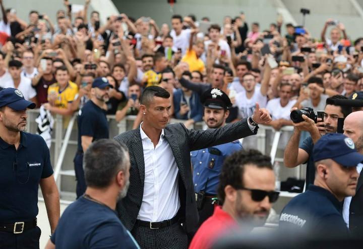 Cristiano_Ronaldo_Torino_arrivo_lapresse_2018