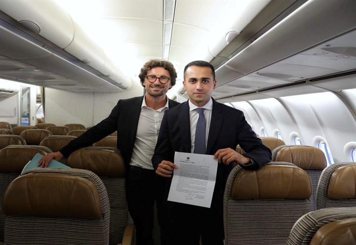di_maio_toninelli_airbus_facebook