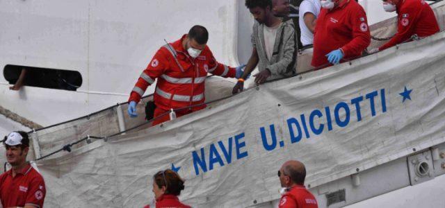 nave_diciotti_guardia_costiera_migranti_sbarco_lapresse_2018