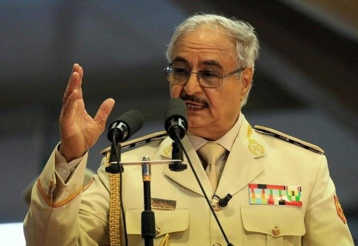 La stretta di mano Sarraj-Haftar - Ultima Ora