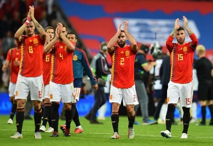 Ramos_Carvajal_Spagna_applauso_lapresse_2018