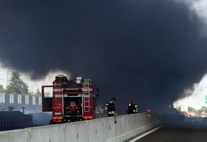 esplosione_autostrada_bologna_vigilidelfuoco_lapresse_2018