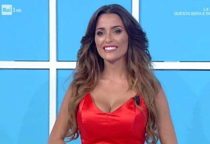 Alessia Macari Calendario.Alessia Macari Licenziata Da Domenica In Il Mistero Si