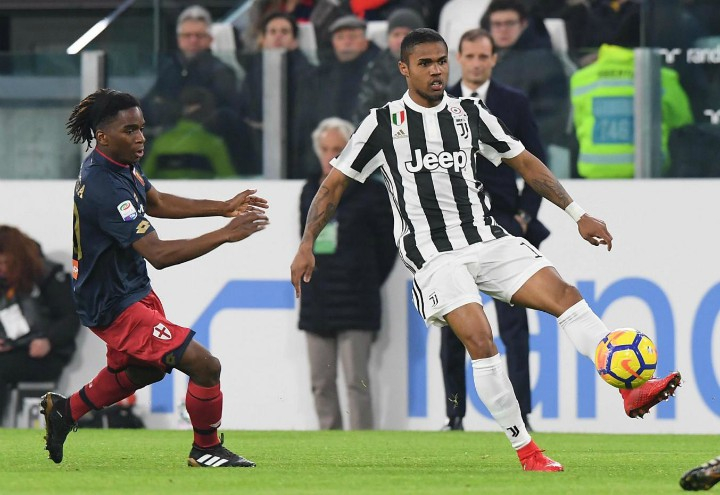 Douglas_Costa_Omeonga_Juventus_Genoa_lapresse_2018
