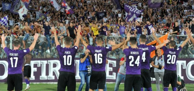 Pjaca_Benassi_Pezzella_Fiorentina_saluto_curva_lapresse_2018
