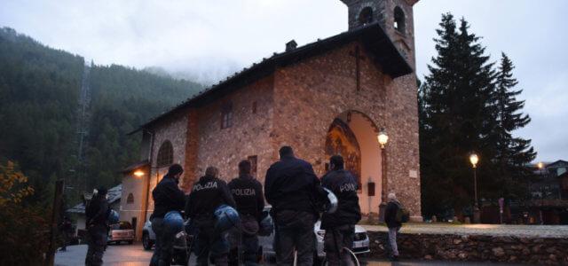 chiesa_claviere_sgombero_polizia_migranti_lapresse_2018