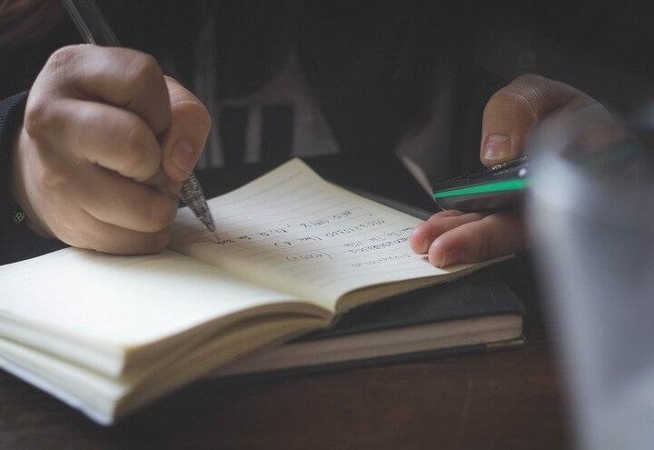 scuola_quaderno_cultura_scrittura_lettura_pixabay