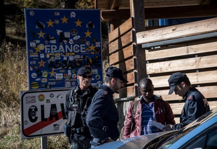 migranti_claviere_confine_italia_francia_polizia_lapresse_2018