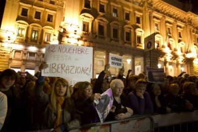 Le dimissioni di Berlusconi (Foto Ansa)