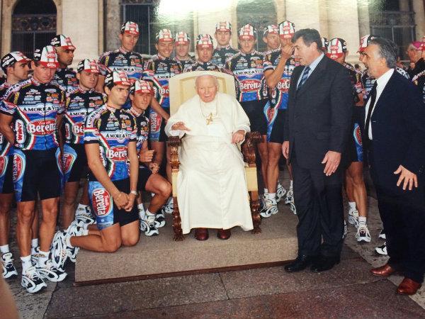 Il Papa con l'Amore & Vita e Merckx
