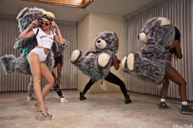 Miley Cyrus sul set del video di We Can't Stop