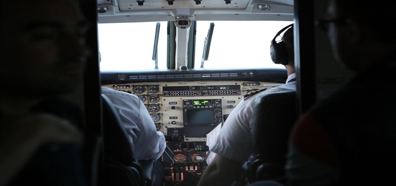 aereo piloti cabina volo pixabay