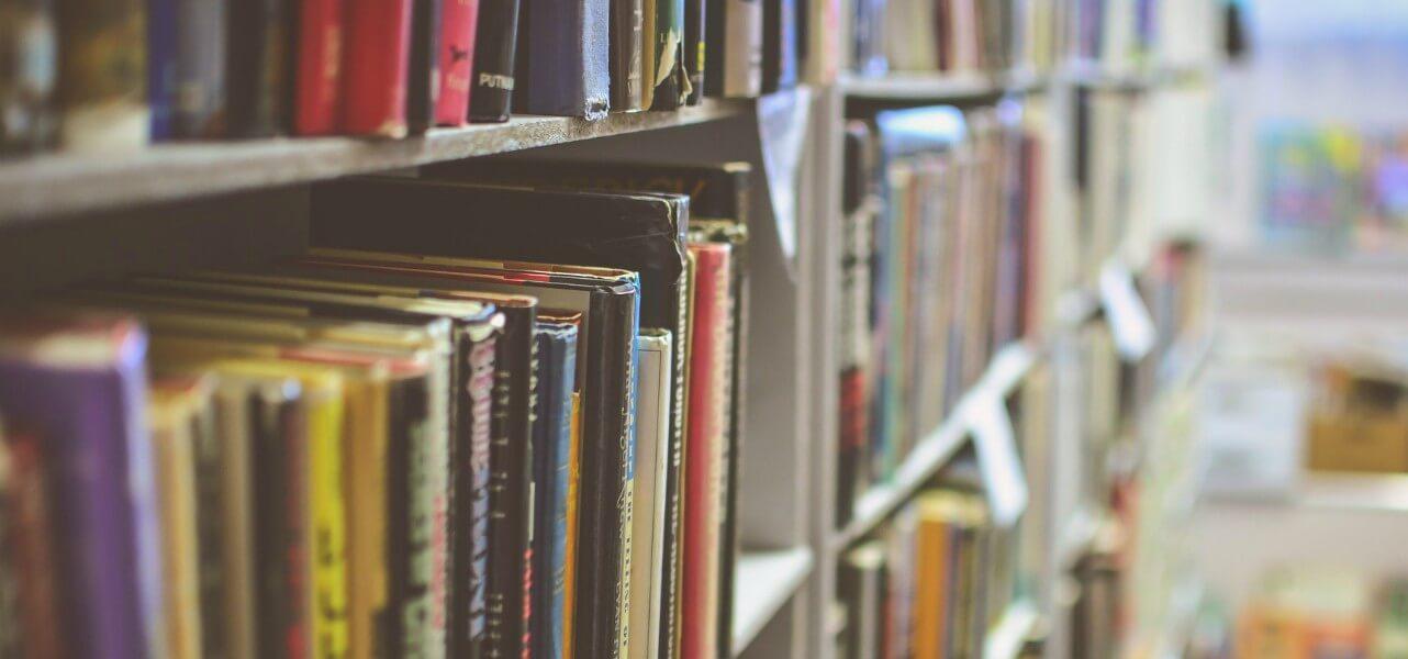 scuola libri biblioteca pixabay