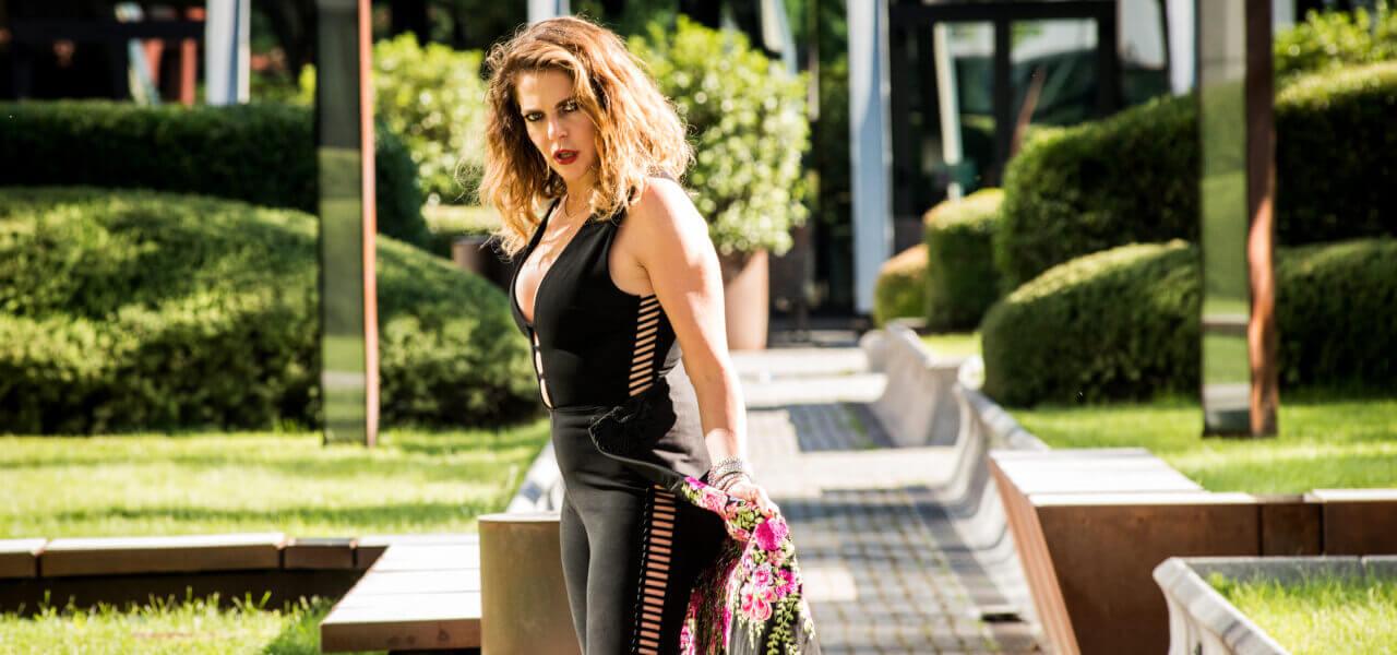 """Cluadia Gerini nella serie """"L'ispettore Coliandro 7"""""""