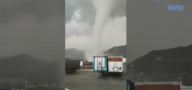 Salerno tromba d'aria al porto