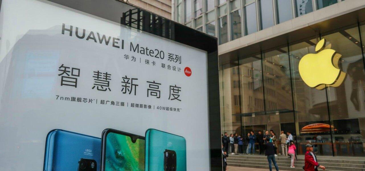 I loghi di Huawei ed Apple
