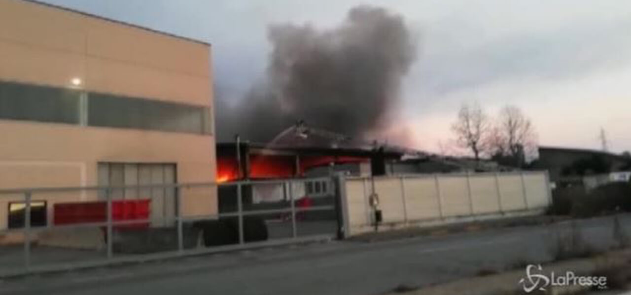 Incendio in ditta di inchiostri e vernici Reinol (da Video)