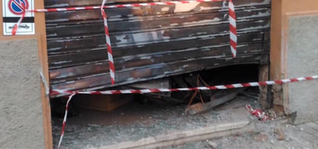 Bomba carta esplode davanti a sede Forza Nuova