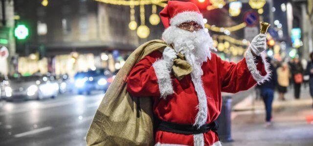 Regali Di Babbo Natale.Bambino Chiama La Polizia Deluso Dai Regali Di Babbo Natale Gli Agenti Santa Claus Ha Confuso Le Letterine