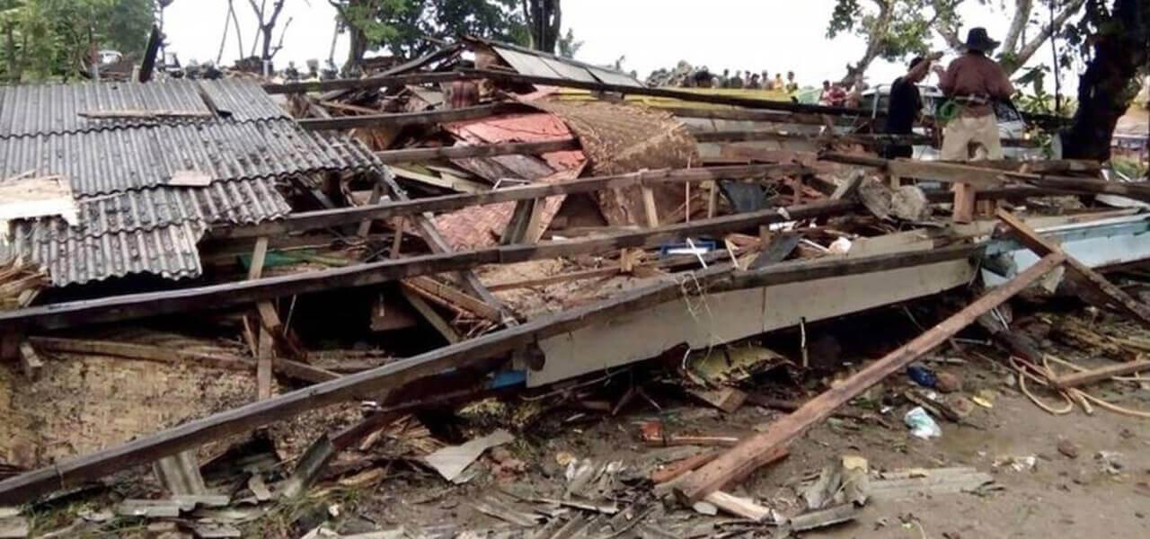 Tsunami in Indonesia dopo l'eruzione del Krakatoa